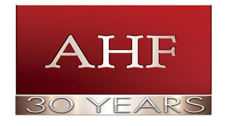 AHF Fait Don d'Un Million de Serviettes Hygiéniques et Appelle les Gouvernements à Soutenir la Santé Menstruelle des Filles