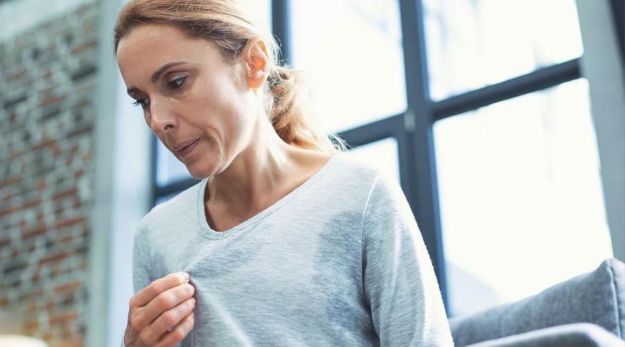Quatre traitements naturels des bouffées de chaleur