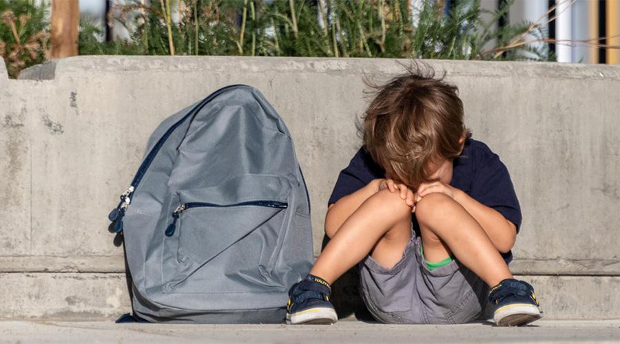 Mon enfant pleure avant d'aller à l'école : 5 phrases pour le rassurer