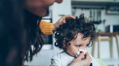6 astuces pour soulager les symptômes du rhume de bébé
