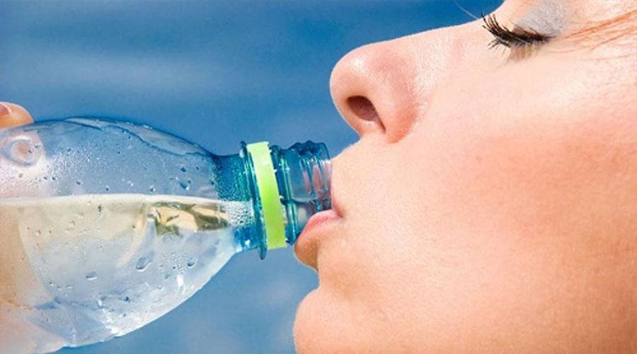 4 raisons pour lesquelles vous devriez boire plus d'eau