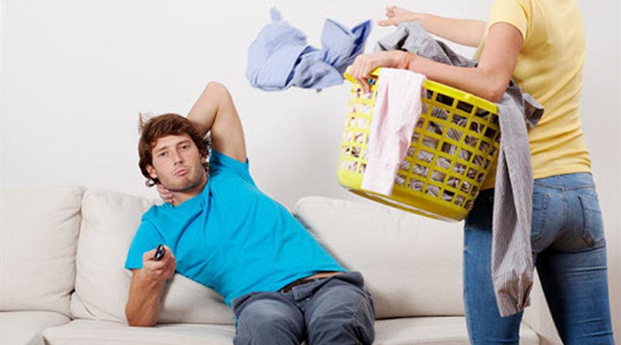 Partage des taches ménagères: le nouveau conflit des couples !