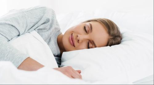 ما هي وضعيات النوم المناسبة للمرأة بعد الولادة القيصرية ؟